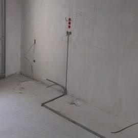 Штробление стен, укладка проводки